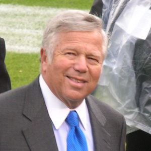 Robert_Kraft_at_Patriots_at_Raiders_12-14-08