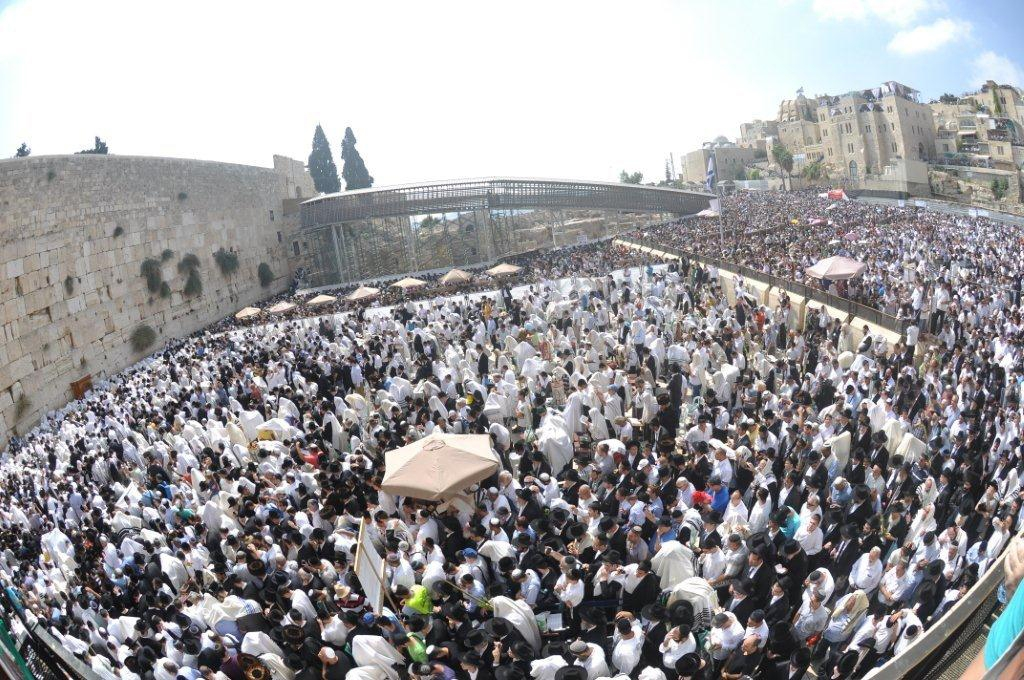 Thousands of Jews gathering for the annual Cohanim prayer (priest's blessing) during the Jewish holiday of Sukkot in the Old City of Jerusalem on October 03, 2012. (Courtesy TheKotel)