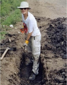 A volunteer works in El Salvador in 2002 via a program aided by the Trust for Philanthropy. (American Jewish World Service )