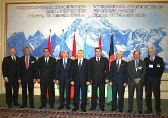 Leaders from six Muslim nations pose with leaders of the Conference of Presidents of Major American Jewish Organizations on Feb. 14. (Euro-Asian Jewish Congress)