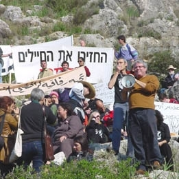 A group opposed to Israeli reserve duty protest outside a prison where conscientious objectors are held. (Aaron Lightner)