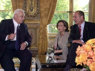 Israeli Prime Minister Ariel Sharon, left, speaks with French President Jacques Chirac during a July 2001 meeting in Paris. (GPO/BP Images)