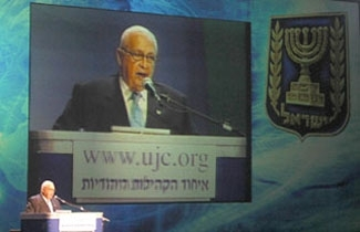 Ariel Sharon speaks at the opening of the North American Jewish federation system's General Assembly in Jerusalem in 2003. (Brian Hendler)