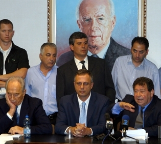 Benjamin Ben-Eliezer, seated right, discusses the resignation of Labor ministers from the coalition government in October 2002. (Brian Hendler)