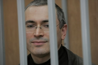Russian tycoon Mikhail Khodorkovsky stands behind bars in a Moscow court room in April 2005. (Photo courtesy www.khodorkovsky.ru)