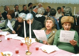Elderly Jews take part in a Shabbat dinner at a Hesed social services center in Yekaterinburg, Russia, sponsored by the American Jewish Joint Distribution Committee, in a file photo. (Lev Krichevsky)