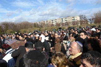 Mourners attend the funeral of Ilan Halimi in the Jewish section of the Pantin cemetery north of Paris. (Alan Azria)