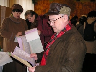A Jewish voter looks over election forms at a Kiev polling station on March 26. (Vladimir Matveyev)
