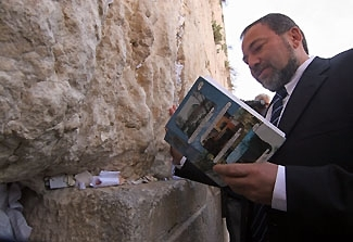 Avigdor Lieberman, head of the Yisrael Beiteinu Party, prays during a visit to the Western Wall in Jerusalem on March 28. (Brian Hendler)