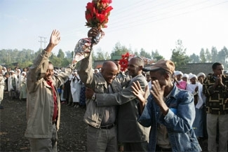 After being released from jail, Getu Zemene, center, returns to a celebratory welcome outside the Jewish aid compound he directs in Gondar, Ethiopia, on May 19, 2006. (NACOEJ)