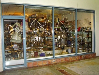 The vandalized YiddishKeit Judaica book and gift shop in Boca Raton, Fla., May 21. (S. Biston/Florida Jewish News)