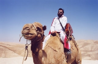 Schmelvis rides a camel in the film ´Schmelvis: Searching for the King's Jewish Roots.´ ()