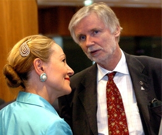 "Finland's foreign minister, Erkki Tuomioja, right, speaks with Benita Ferrero-Waldner, the E.U.'s external relations commissioner. (""G. Boulougouris/European Community, 2006"")"