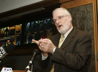 Rabbi Joel Roth, who resigned from the Conservative movement´s law committee in protest of its adoption of a paper allowing gay rabbis and commitment ceremonies, speaks at a news conference Dec. 6. (David Karp)