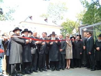 Ribbon-cutting ceremony at new Szloma Albam House-Rohr Chabad Center in Berlin, a Jewish community center built with private donations from German Jews. (Toby Axelrod)