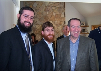State Rep. Jason Bedrick, left,  hosted a house party for presidential candidate  Mike Huckabee, right, in October 2007.     (Yeshiva World)