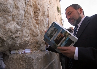 Avigdor Lieberman, head of the Yisrael Beiteinu Party, prays during a visit to the Western Wall in Jerusalem's Old City, Tuesday, March 28, 2006. Lieberman quit Israel's coalition government to protest the government's opening of final-status negotiations (Brian Hendler)