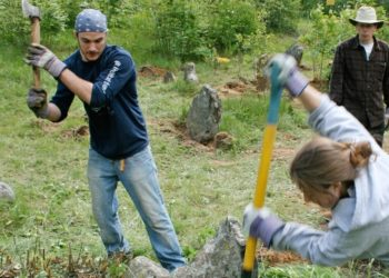 Students from Siena College in New York unearth a Jewish gravestone near the village of Rubyazhevich in central Belarus.  (Grant Slater)