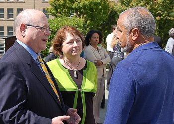 Mark and Judy Yudof greet an employee at a University of California staff reception in Oakland on June 16, 2008.  (Courtesy University of California)