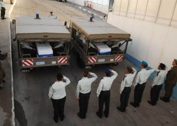 Military police salute a convoy carrying the bodies of the soldiers returned to Israel in a prisoner exchange with Hezbollah on July 16, 2008. (GPO)