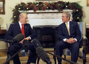 Israeli Prime Minister Ehud Olmert, left, shown meeting with President Bush at the White House on Nov. 26, 2007, forged a friendship with the U.S. leader. (GPO / BPH Images)