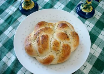 Challah represents tradition at Rosh Hashanah time for the Rabinowitzes and many other Jewish families.  (Msabcmom / Creative Commons)
