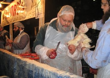 Chickens are ritually slaughtered in Brooklyn on Oct. 8, 2008 during the kapparot ritual. (Ben Harris)