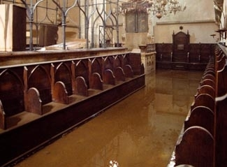 Flood waters cover the floor in Prague´s historic Old-New Synagogue following recent massive flooding Aug. 16. (Martin Gust/CTK)