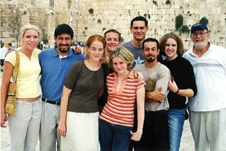 Editors of U.S. college newspapers visit the Western Wall in Jerusalem recently with ADL representative Ken Jacobson, right. (ADL)