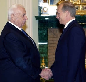 Israeli Prime Minister Ariel Sharon, left, meets with Russian President Vladmir Putin on Sept. 30 at the Kremlin. (Amos Ben-Gershom/GPO)