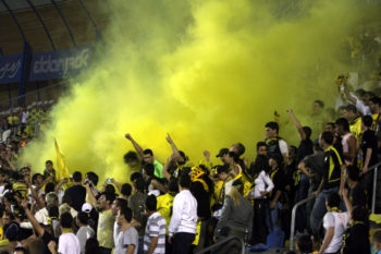 Fans of Beitar Jerusalem spilled onto the field four minutes before the end of a game on April 13, 2008.  (Lior Mizrahi/Flash90)