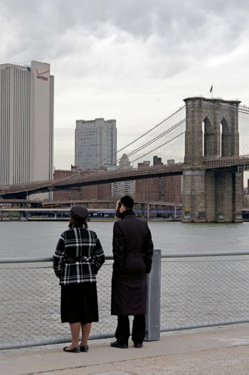 Chasidic couple overlooking Brooklyn and the Brooklyn Bridge in New York. The Jewish population in the city and three suburban counties has increased largely due to the growth of the Orthodox community.  (gaelx via CC)