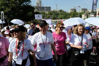 Sen. Joseph Lieberman participates in the Race for the Cure event in Jerusalem in 2010 with his wife Hadassah, left, and Komen founder Nancy Brinker. (Photo by U.S. Embassy Tel Aviv)
