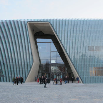 """Exterior of the Museum of the History of Polish Jews in Warsaw showing the """"gap."""" (Ruth Ellen Gruber)"""