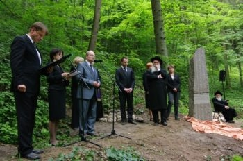 Lithuanian political and religious leaders commemorate the Holocaust this summer at a ceremony held in connection with the country's Year of the Holocaust initiative.  (Courtesy Faina Kukliansky)