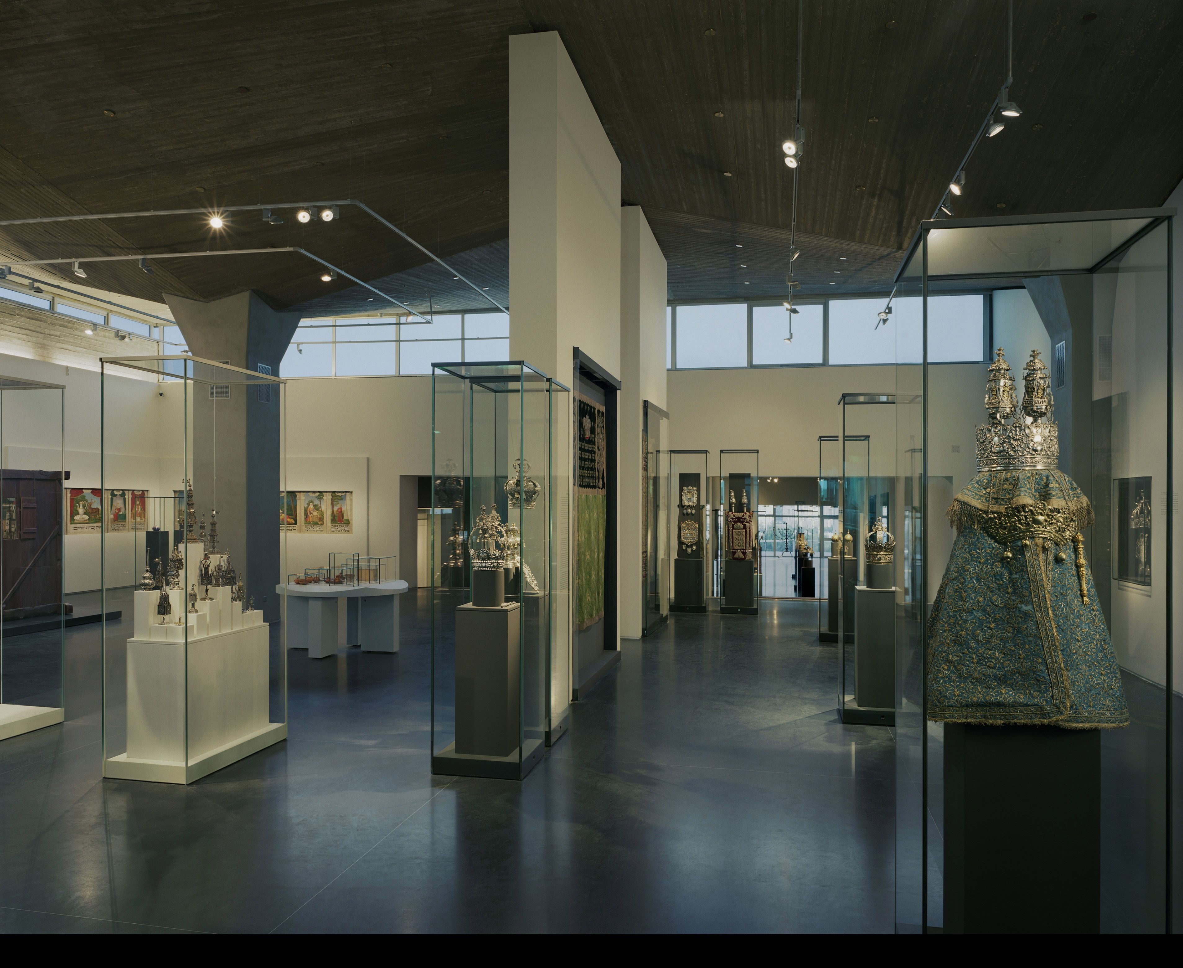 Renewed galleries in the Jack, Joseph, and Morton Mandel Wing for Jewish Art and Life at The Israel Museum, Jerusalem.  (Tim Hursley, courtesy of the Israel Museum, Jerusalem)