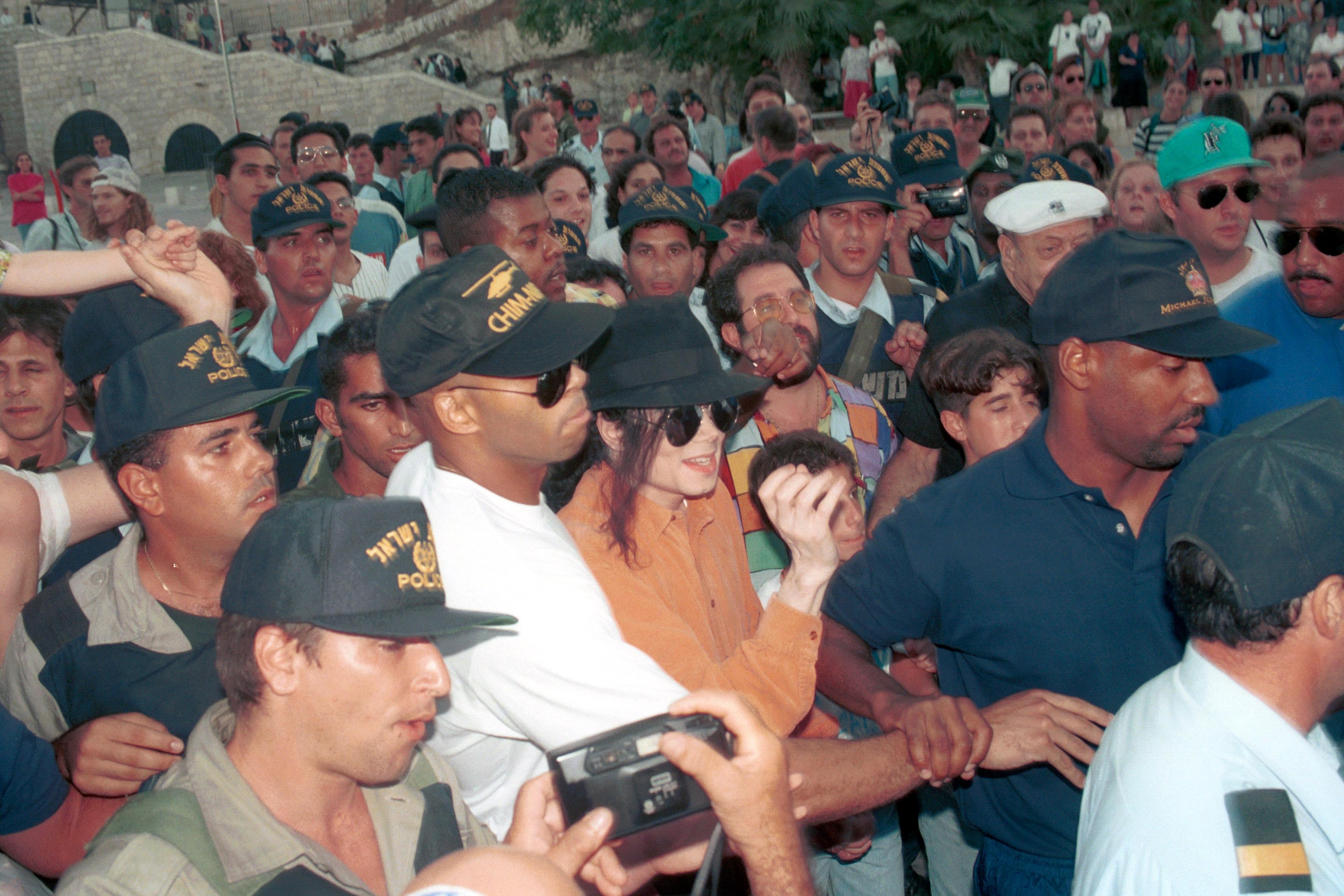 Майкл Джексон в Израиле мирового, Единственный, больницу, более, посетили, которые, Яркон, Парке, концерта, отыграл, пациентамА, подарки, раздавал, раком, больных, детскую, визит, МасадеПосетил, Иерусалиме, экскурсии