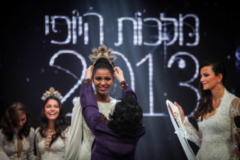 Yityish Aynaw, a 21-year-old Ethiopian-Israeli, being crowned as Miss Israel, Feb. 27, 2013.  (Avishag Shar Yashuv/Flash90)