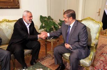 Egyptian President Mohamed Morsi, right, meeting Hamas Prime Minister Ismail Haniyeh in Cairo, July 26, 2012.  (Mohammed Al-Ostaz/Flash 90)