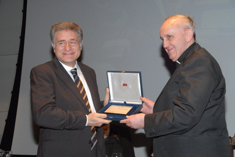 Pope Francis, then-Cardinal Jorge Bergoglio, presenting the honorary doctorate award of the Pontifical Catholic University of Argentina to Rabbi Abraham Skorka, Oct. 11, 2012. (Courtesy Universidad Catolica Argentina)