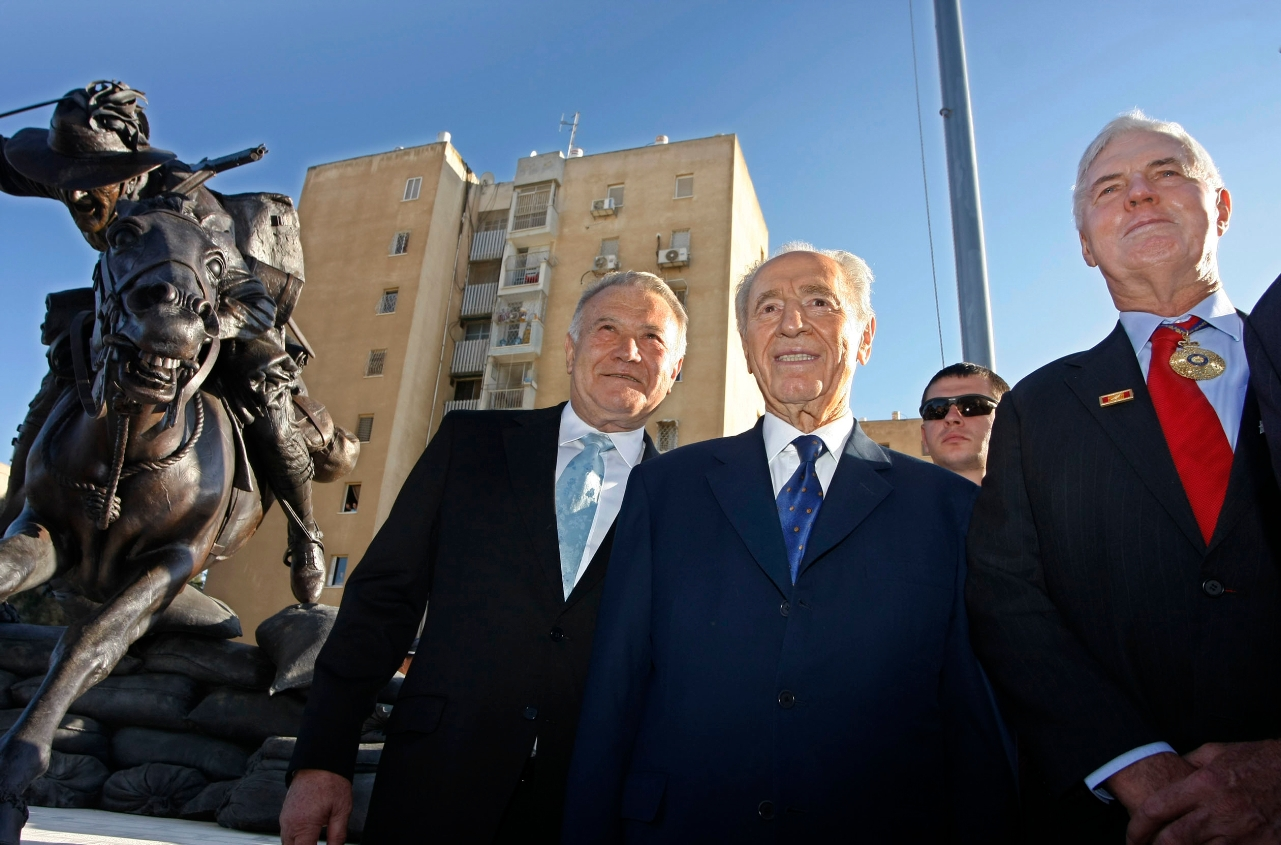 Richard Pratt, left, with Israeli President Shimon Peres and Australian Governor-General Michael Jeffery, at the opening of the Pratt-funded Park of the Australian Soldier in Beersheba, Israel, in 2008. (Courtesy Pratt Foundation)