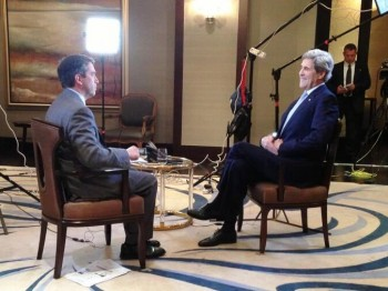Fox News correspondent James Rosen, shown here interviewing Secretary of State John Kerry on March 5, 2013, was subject to a subpoena based on the same statute in the Espionage Act used to indict two former AIPAC staffers in 2005. (U.S. State Department)