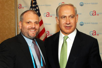 What does it take to get William Daroff of the Jewish Federations of North America to stop tweeting for a few moments? A photo op with Israel's prime minister. (Robert A. Cumins)