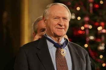 William Safire receives the Medal of Freedom from President George W. Bush in a White House ceremony on Dec. 15, 2006. (Shealah Craighead. / White House photo)