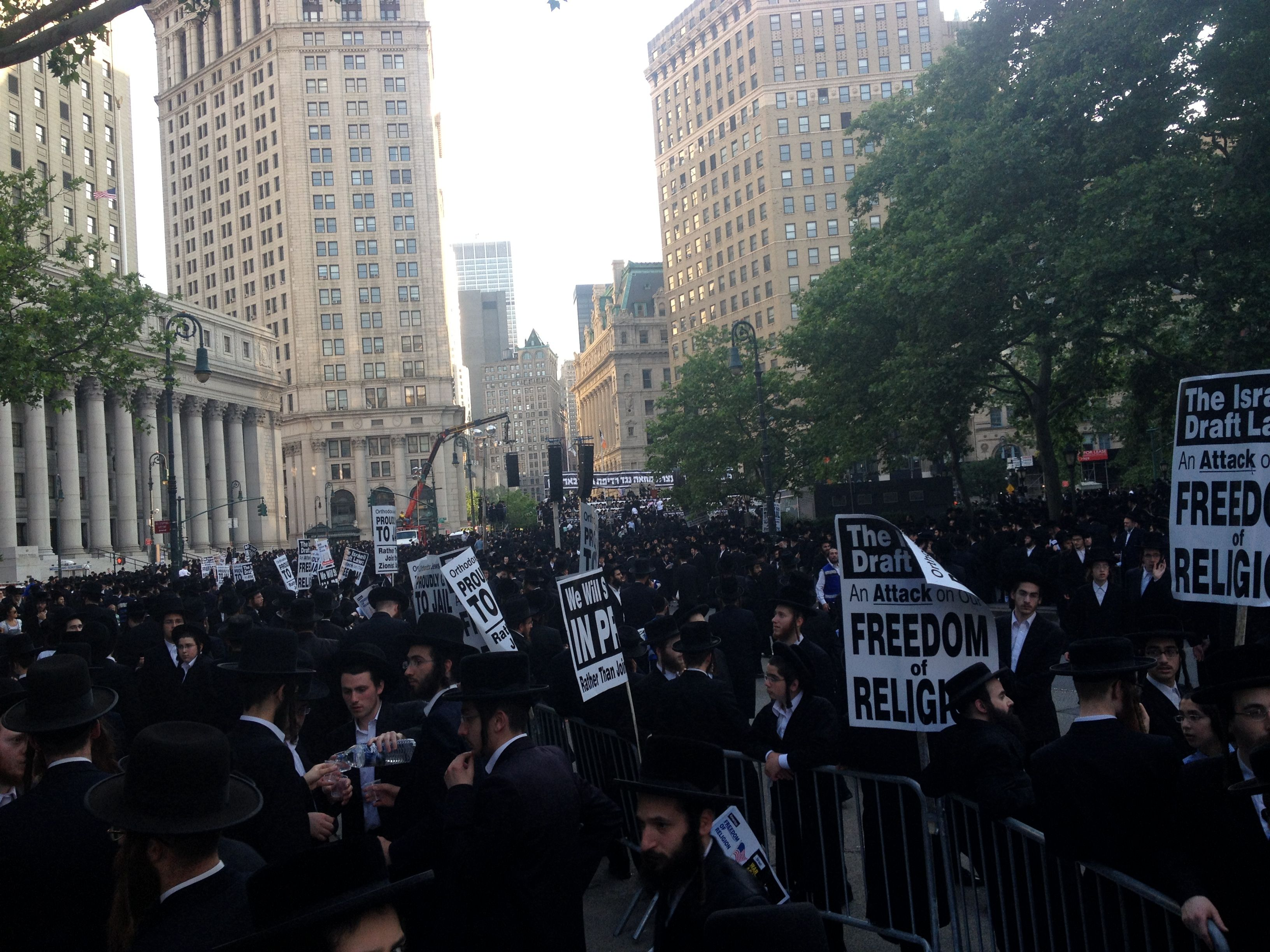 Thousands of haredim protest in Lower Manhattan, June 9, 2013.