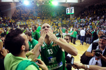 Maccabi Haifa captain Ido Kozikaro celebrating his team's basketball championship, June 13, 2013.  (Maccabi Haifa and Omri Shtain)