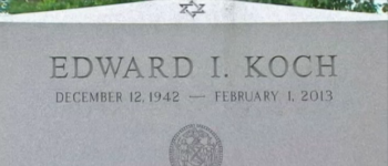 Ed Koch tombstone with the engraving of his birth year as 1942 instead of 1924. (Screengrab NBC New York)