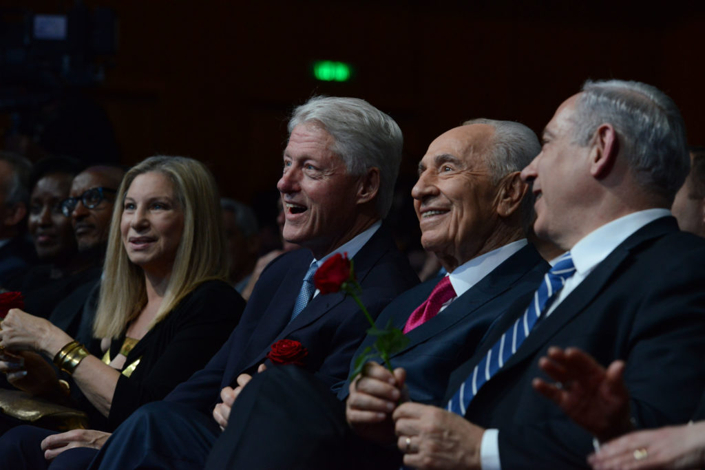Left to right, Barbra Streisand, former U.S. President Bill Clinton, Israeli President Shimon Peres and Israeli Prime Minister Benjamin Netanyahu at Peres' 90th birthday celebration in Jerusalem, June 18, 2013. (Kobi Gideon/GPO/FLASH90)