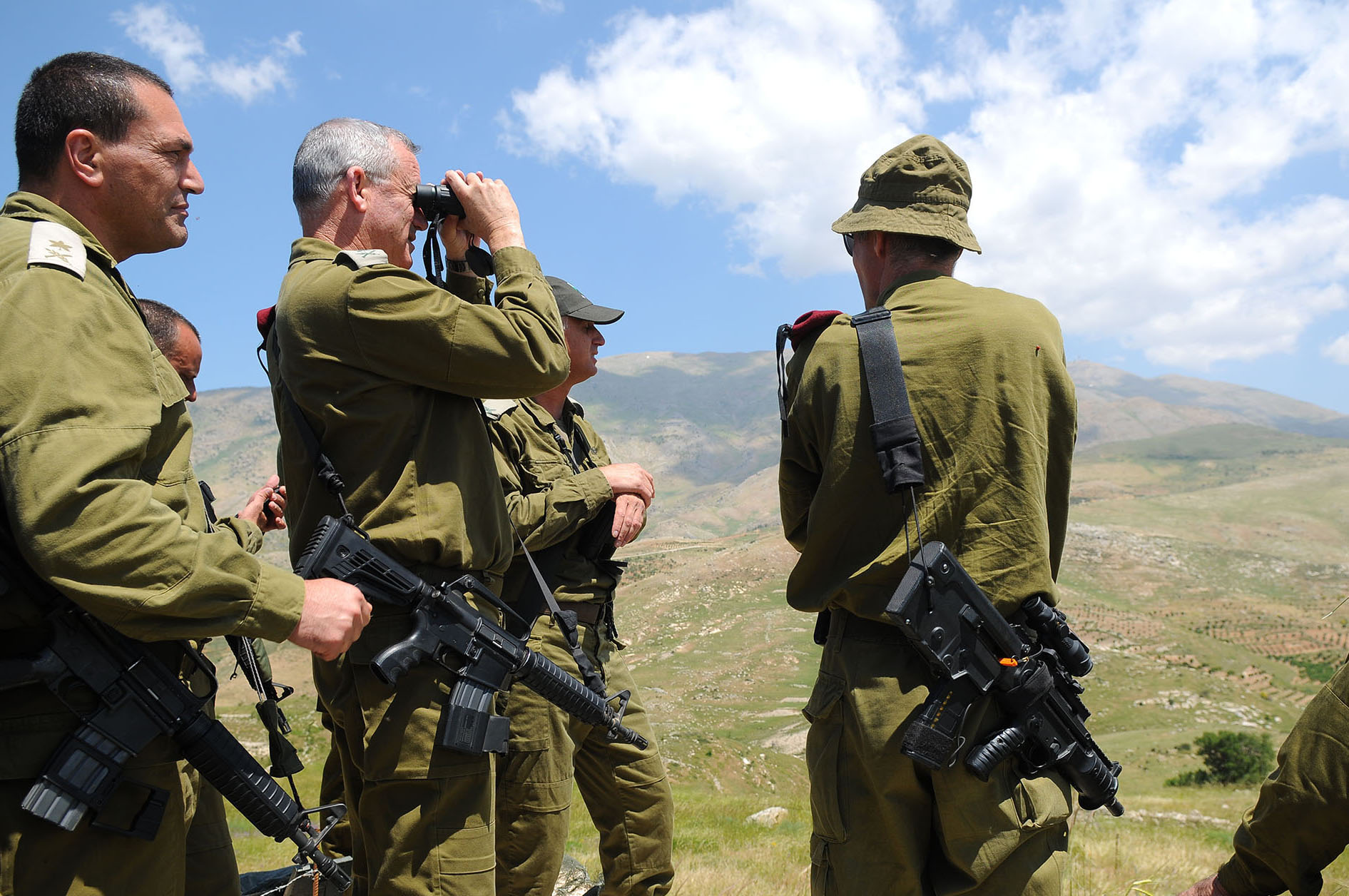 IDF Chief of Staff Benny Gantz (with binoculars) tours the Israeli border with Syria on May 21, 2013.