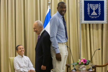 Israeli President Shimon Peres comparing heights with NBA star Amar'e Stoudemire at the president's residence in Jerusalem. Stoudemire is in Israel to coach the Canadian basketball team for the 19th Maccabiah Games, July 18, 2013. (Yonatan Sindel/Flash90/JTA)